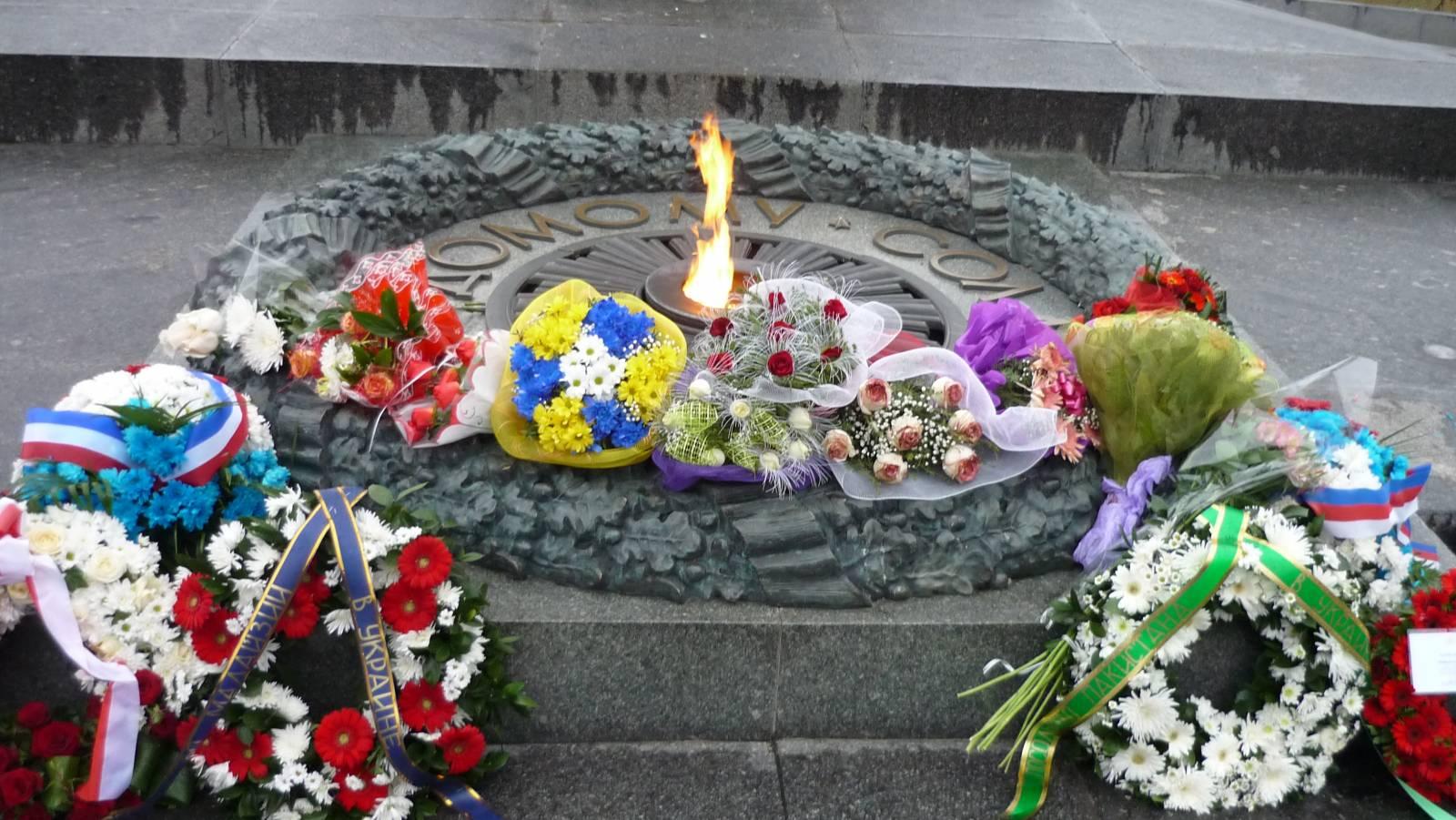 Как сделать памятник неизвестному солдату